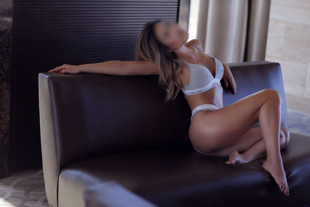 AdrienneLee_ISEESEXY_A_BLUR_2